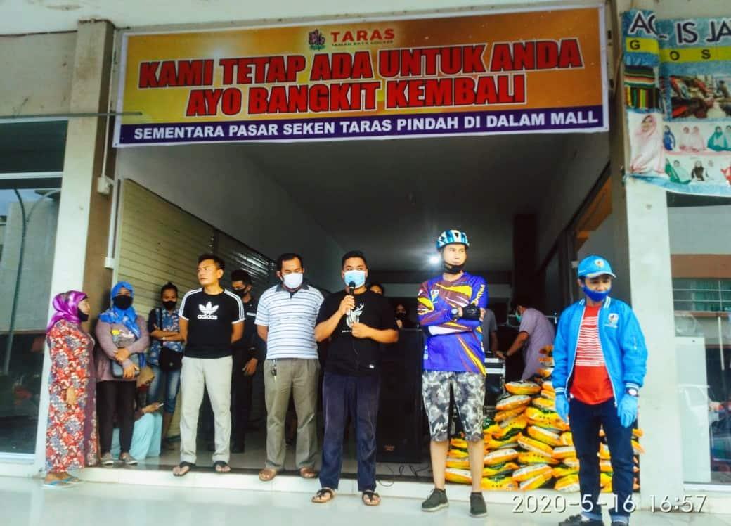 Sambil Gowes, KNPI Kota Batam Bantu Korban Kebakaran Pasar Taras