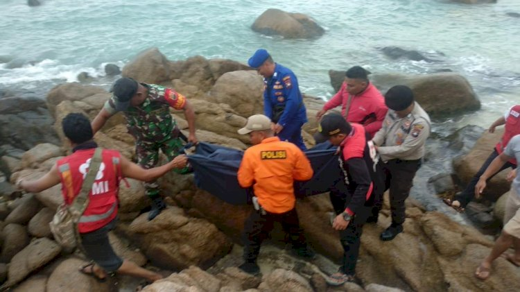 Tim SAR Gabungan Evakuasi Dua Korban Tenggelam di Pantai Trikora